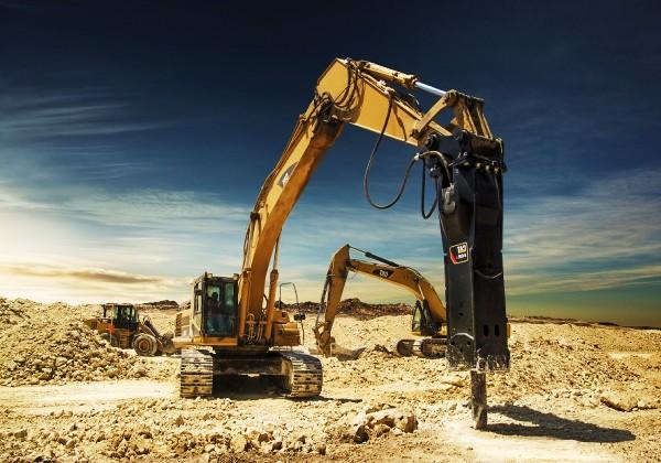 Arriendo de retroexcavadora con martillo para la construcción